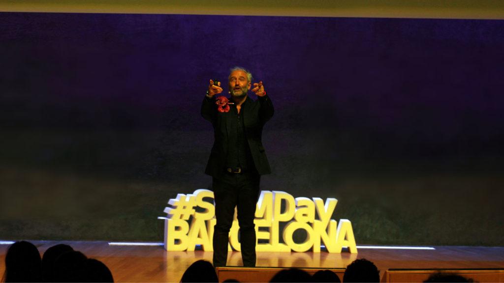 """Foto de agradecimiento en el SMMDay 2020 de Mandomando Liussi al finalizar conferencia de Marketing """"Táctica para estrategas"""""""